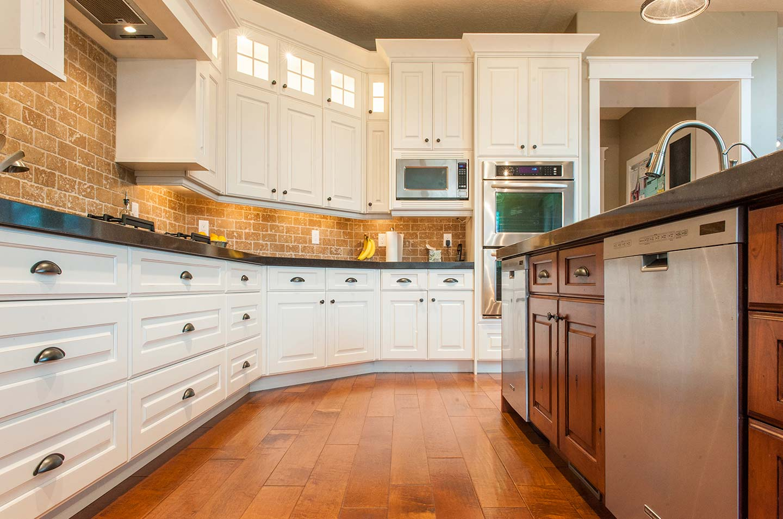 Backsplash for kitchen with white cabinet